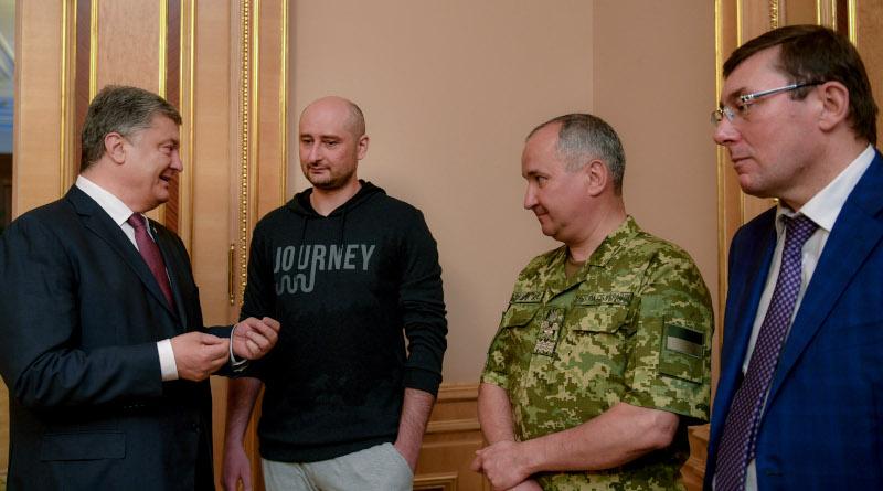Babchenko and Poroshenko after his resurrection.